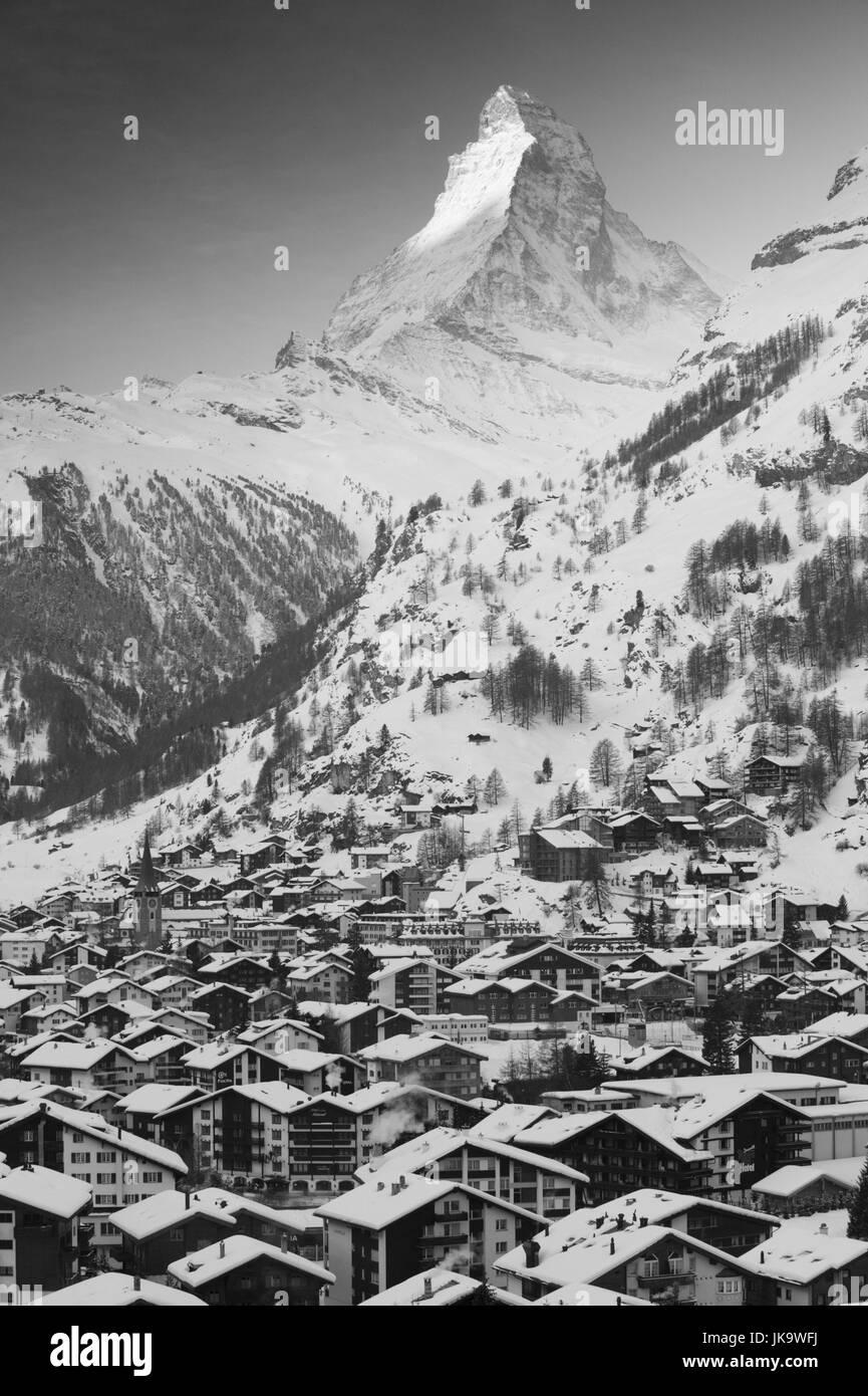 Schweiz, Kanton Wallis, Zermatt,  Stadtübersicht, Matterhorn, Gipfel, Ostseite,  Sonnenlicht, Morgenlicht, - Stock Image