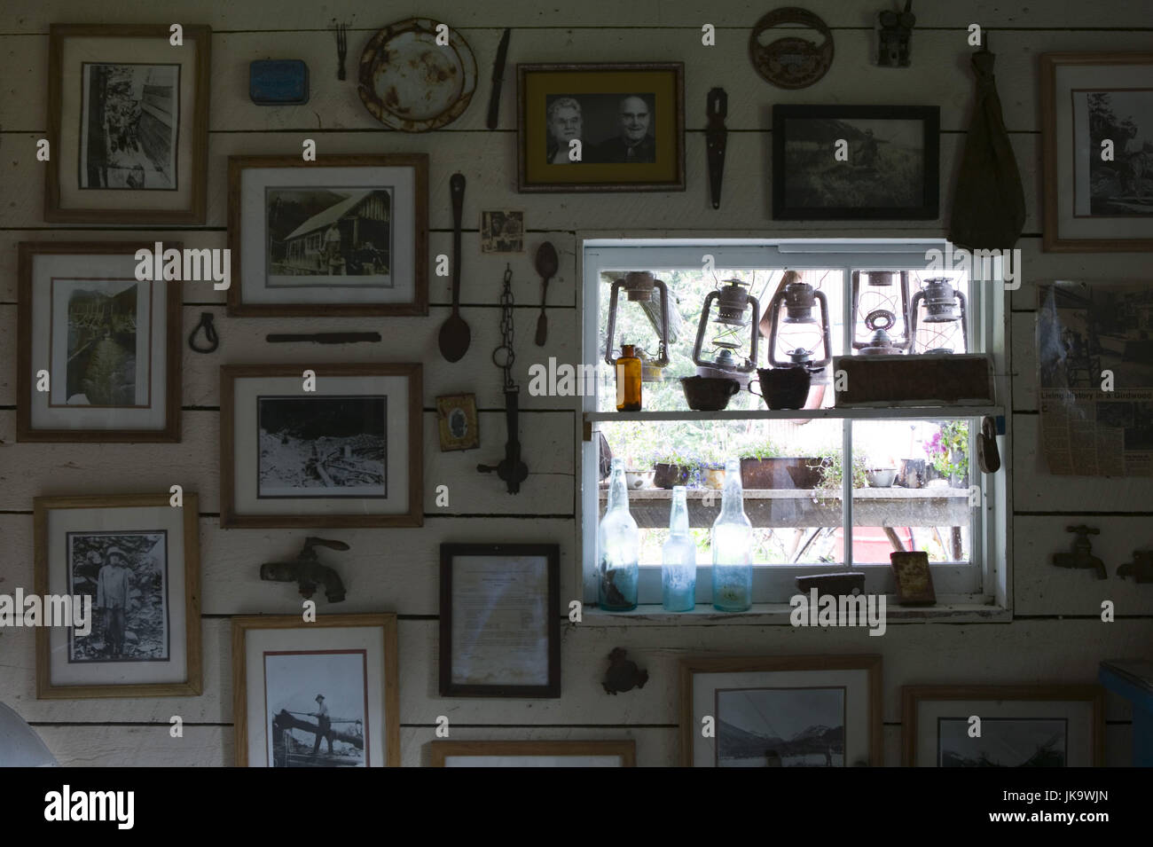 USA, Alaska, Girdwood, Crow Creek Mine, Museum, Bilderwand, Fenster ...