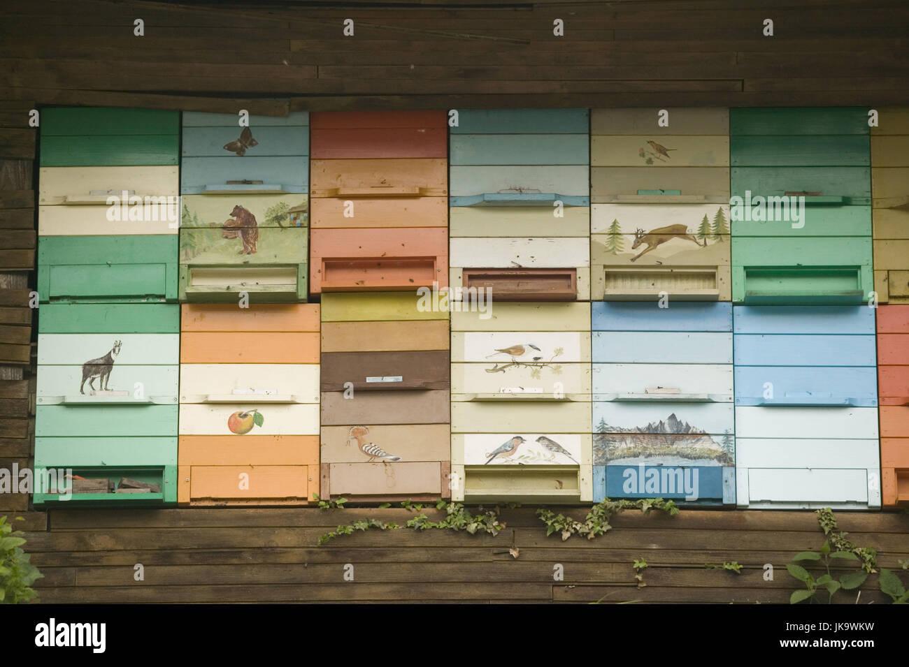 Slowenien, Region Primorska, Bienenhaus,  bemalt,   Idrija, Imkerei, Bienzucht, Hütte, Bienenstand, Bienenstöcke, - Stock Image