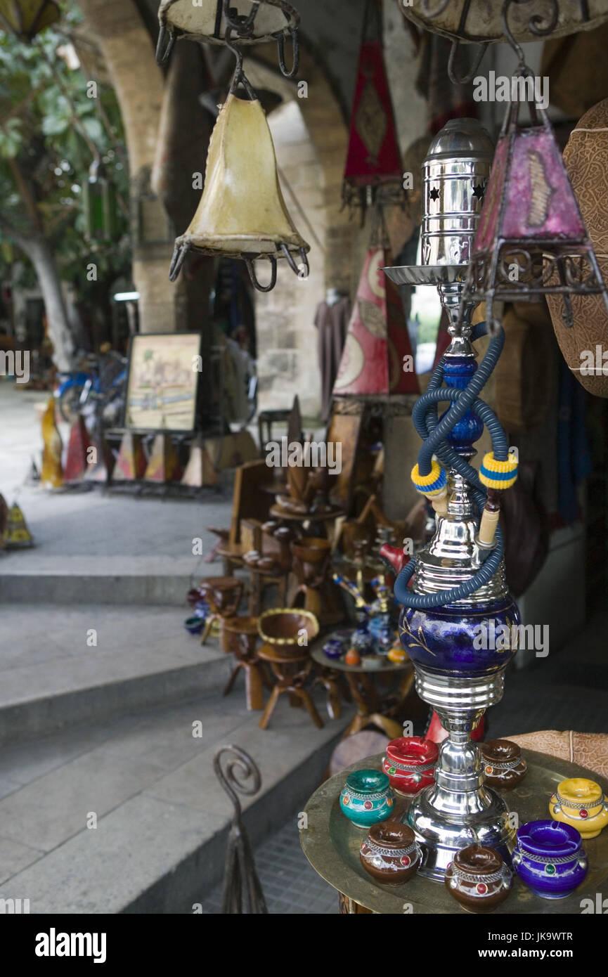 Marokko, Casablanca, Quartier Habous,  Souvenirgeschäft, Wasserpfeifen,  Lampen, Keramik, Detail,  Stadt, Stadtteil, - Stock Image