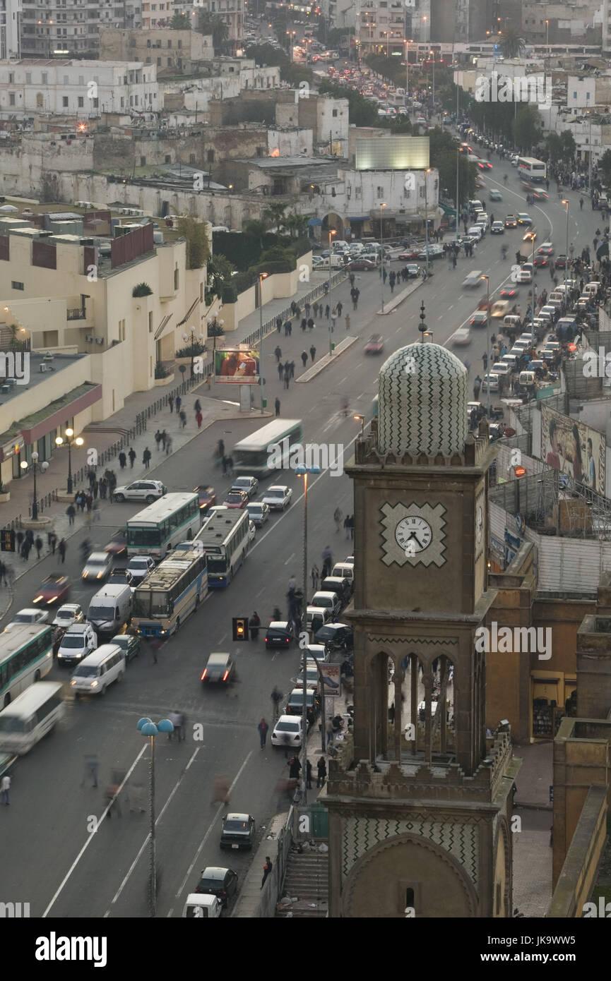Marokko, Casablanca, Altstadt,  Straße, Verkehr, Uhrturm,   Stadt, Stadtteil, Alte Medina, Häuser, Wohnhäuser, - Stock Image