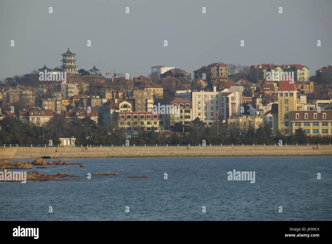 China, Qingdao, Altstadt, Hafen,  Abendlicht,   Asien, Ostasien, Stadtansicht, Küste, Häuser, Gebäude, - Stock Image