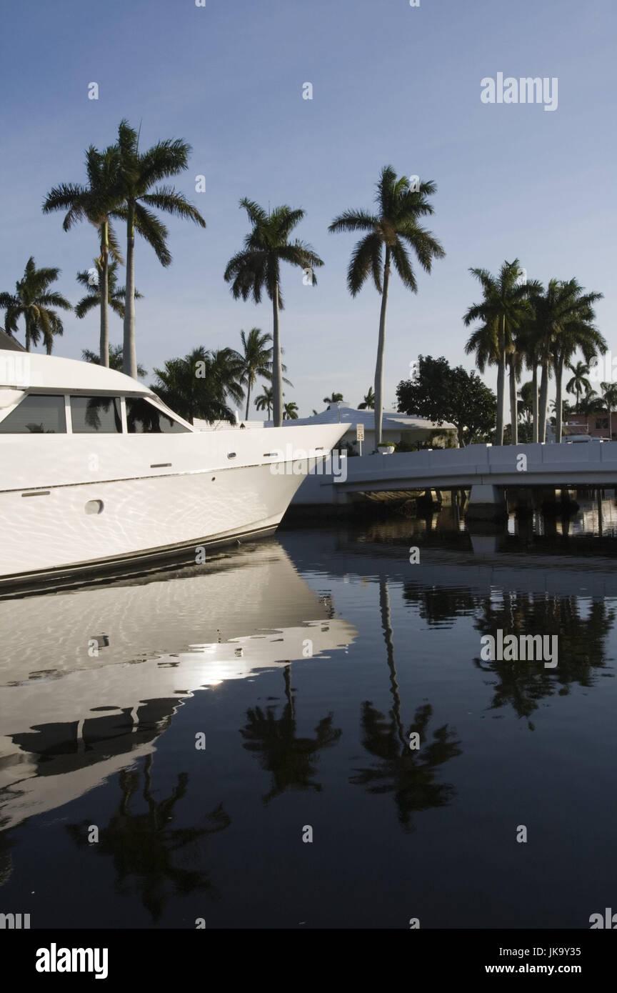 USA, Florida, Fort Lauderdale, Kanal, Yacht,  Detail,   Nordamerika, Reiseziel, Wasser, Hafen, Palmen, Spiegelung, - Stock Image