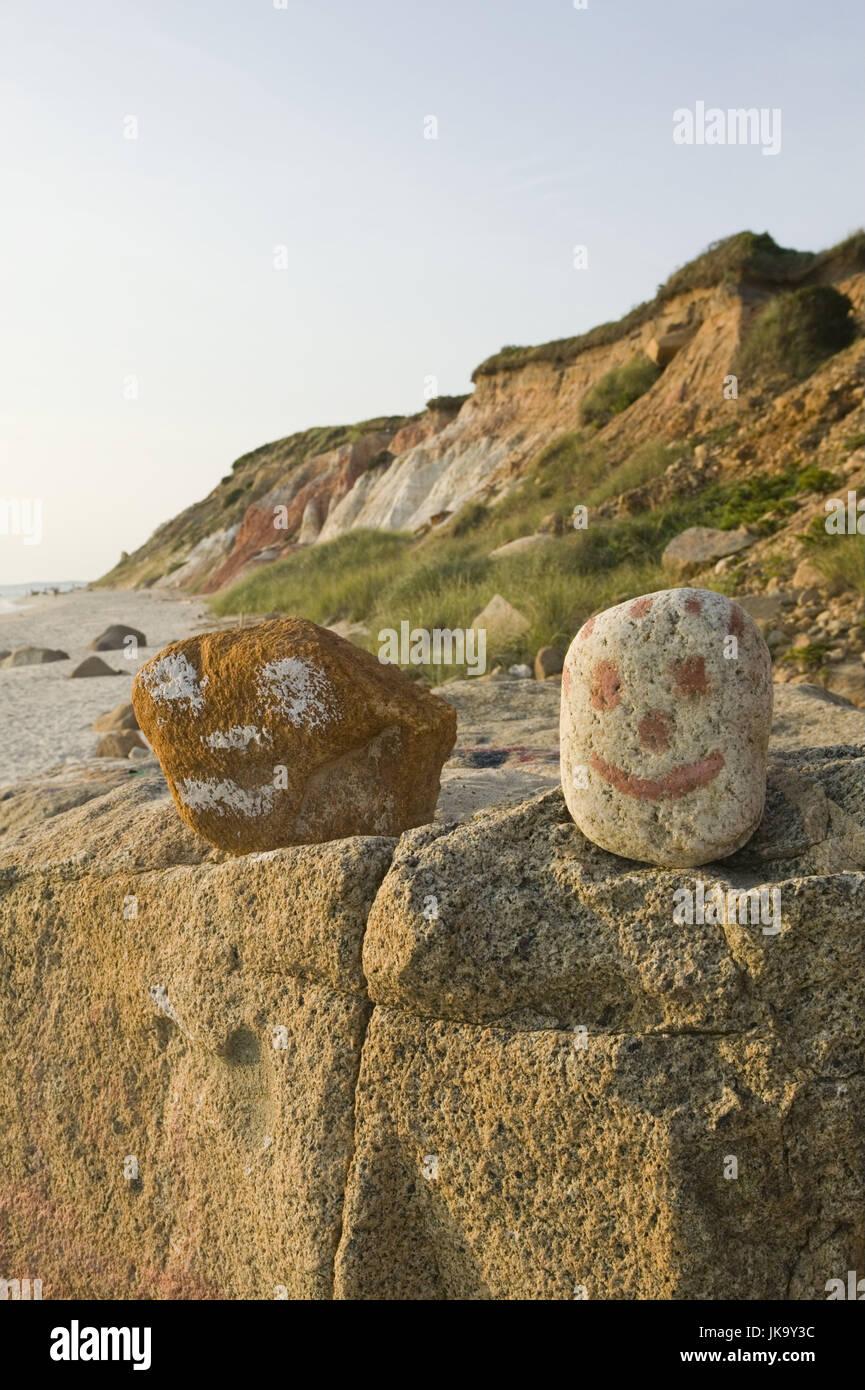 USA, Massachusetts, Martha's Vineyard,  Aquinnah, Felsen, Steine, bemalt, Gesichter,   Nordamerika, Reiseziel, - Stock Image