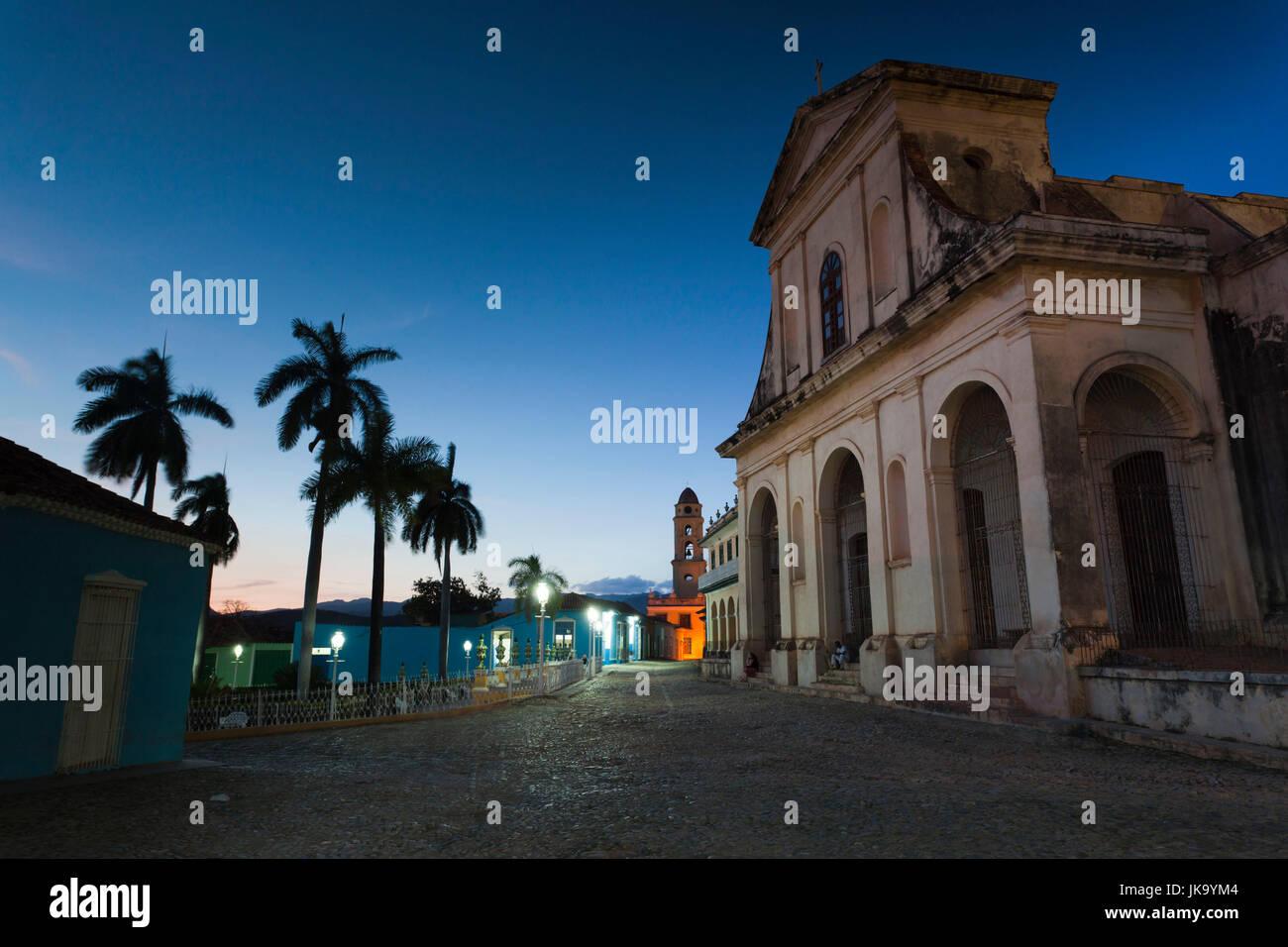 Cuba, Sancti Spiritus Province, Trinidad, Iglesia Parroquial de la Santisima Trinidad, Holy Trinity Church, dusk - Stock Image