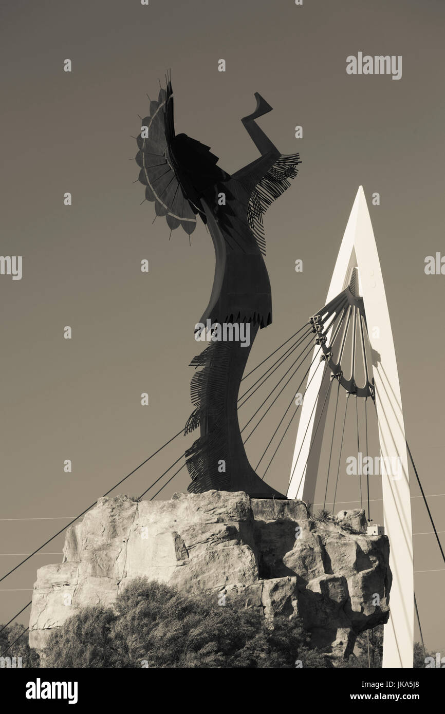 USA, Kansas, Wichita, Keeper of the Plains statue and footbridge on the Arkansas River - Stock Image