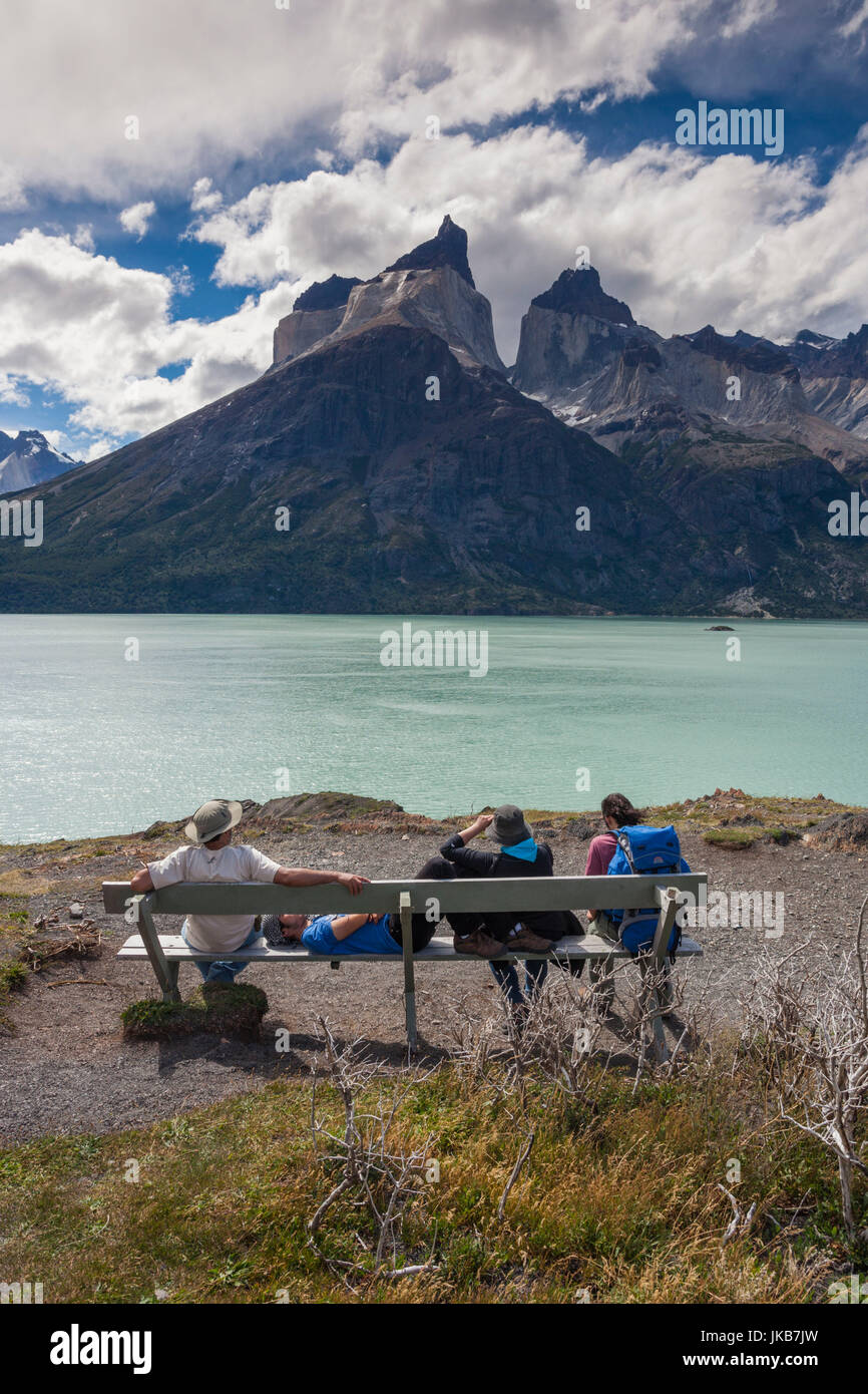 Chile, Magallanes Region, Torres del Paine National Park, Lago Nordenskjold, people at Mirador Cuernos - Stock Image