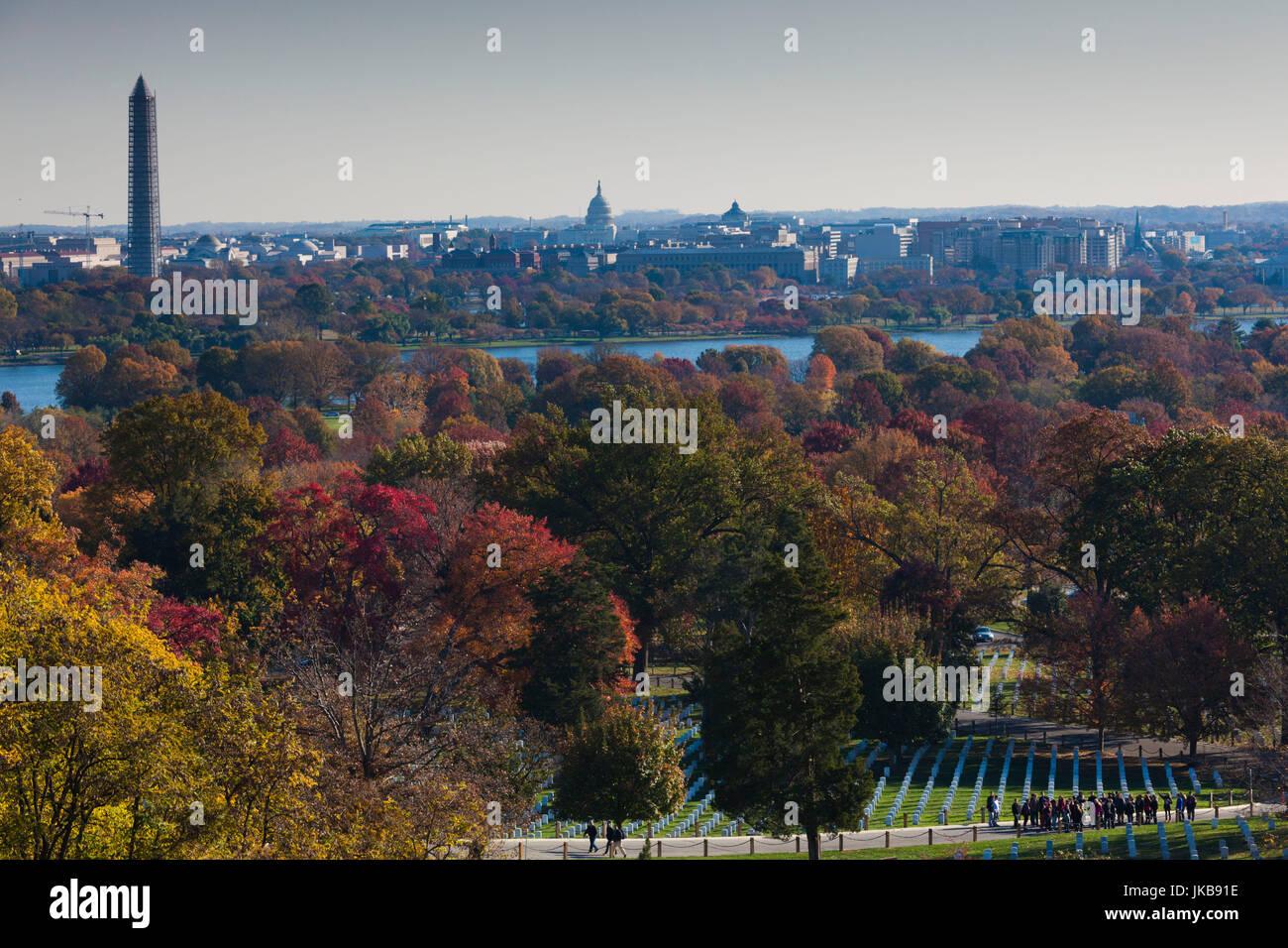 USA, Virginia, Arlington, Arlington National Cemetery, elevated view towards Washington Monument, US Capitol and - Stock Image