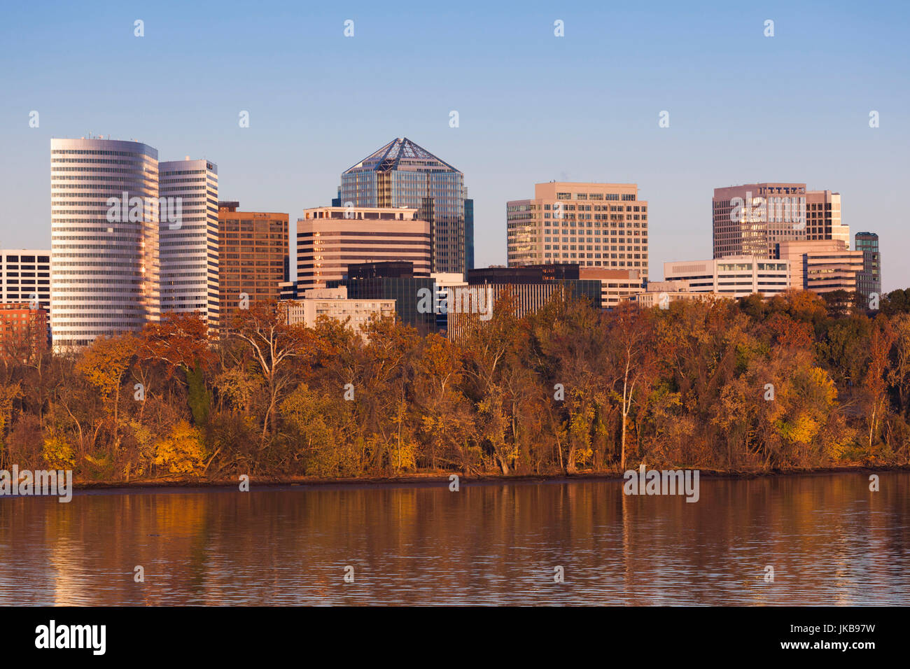 USA, Virginia, Rosslyn, Potomac River and Rosslyn, dawn - Stock Image