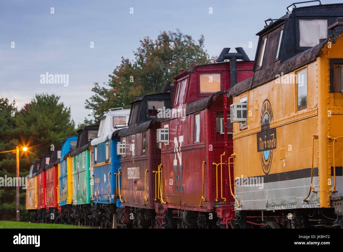 USA, Pennsylvania, Pennsylvania Dutch Country, Ronks, Red Caboose Motel, accomodation in historic caboose railroad - Stock Image
