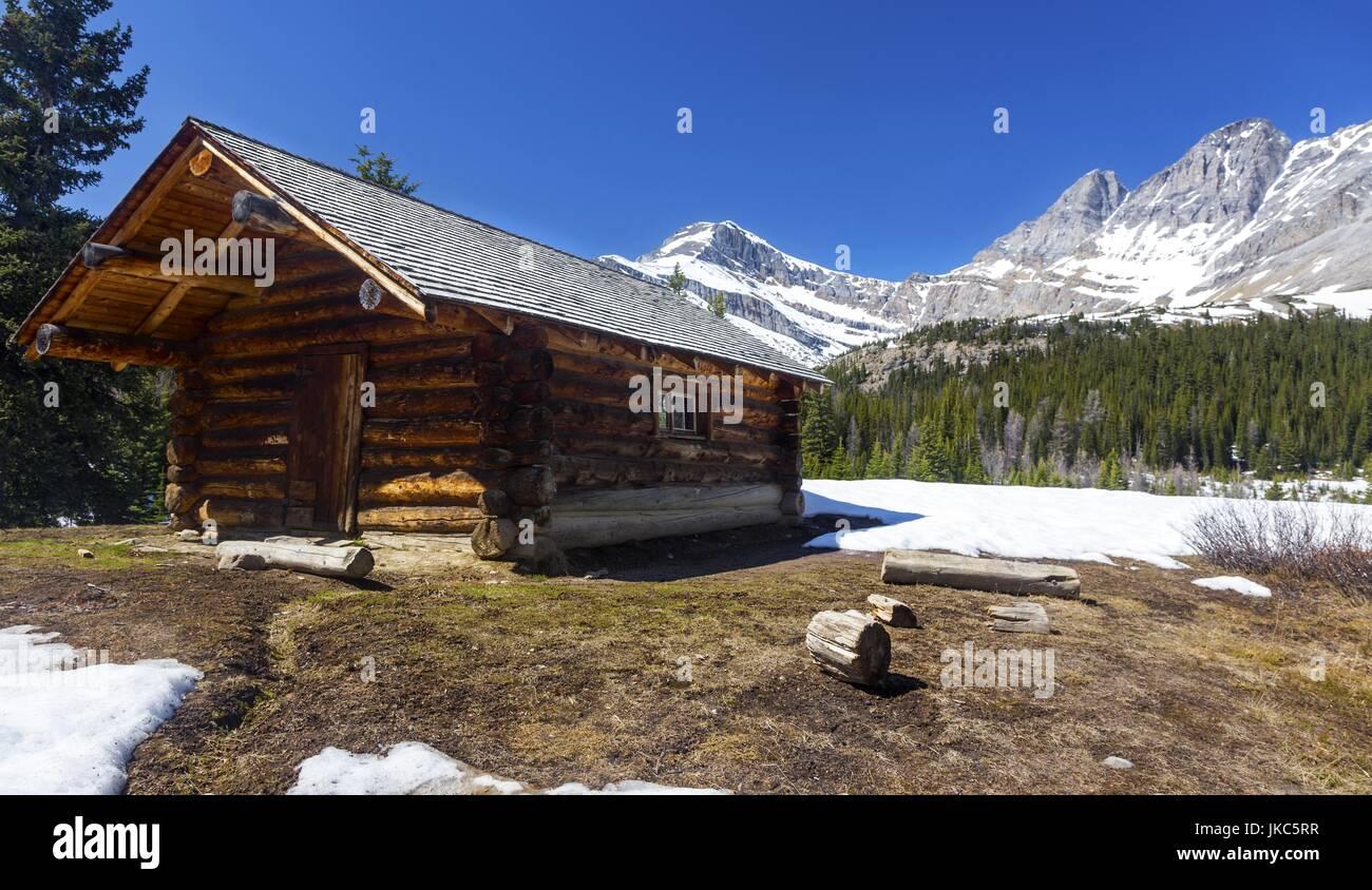 Halfway Hut Log Cabin Federal Heritage Building in Skoki area near Lake Louise, Banff National Park Rocky Mountains - Stock Image