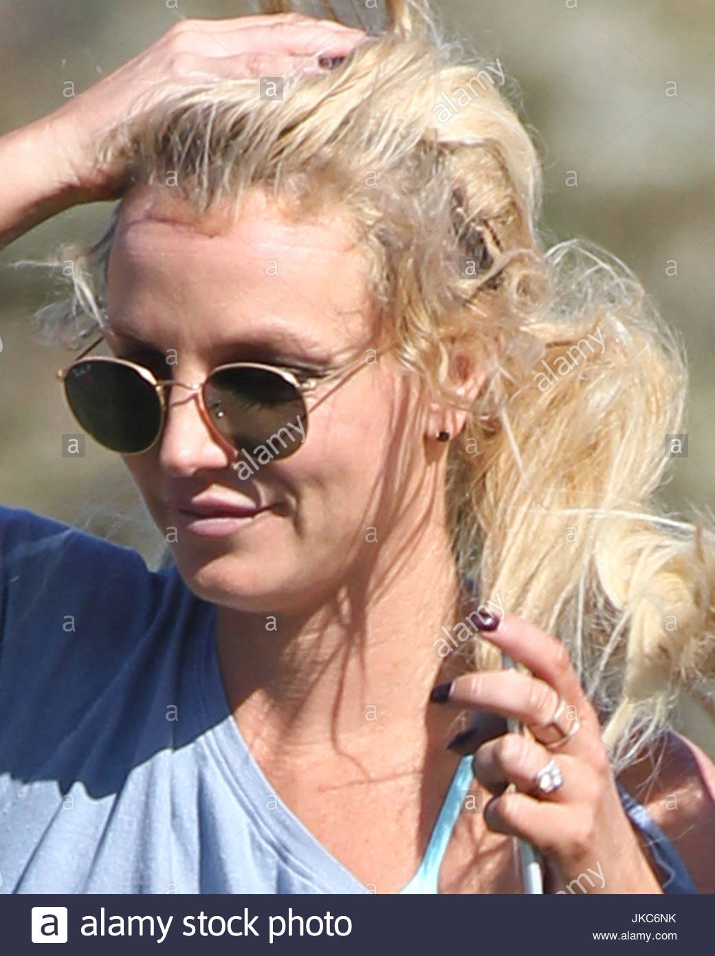 Britney Spears Britney Spears Unwittingly Shows Her Messy Hair