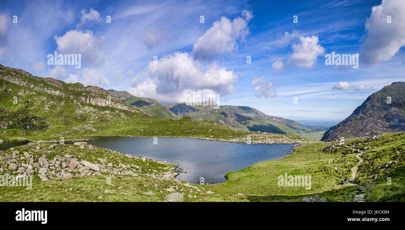 Llyn Bochlwyd, below the Glyder range in Snowdonia National Park, North Wales, overlooking Nant Ffrancon. - Stock Image