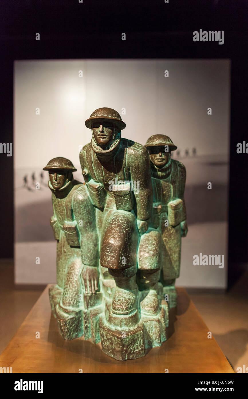 Australia, Australian Capital Territory, ACT, Canberra, Australian War Memorial Museum, WW2-era statue of Australian - Stock Image