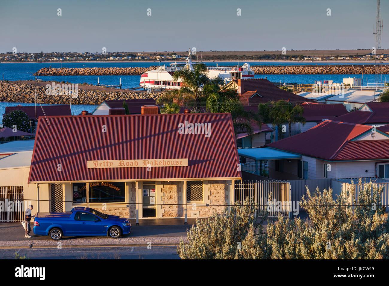 Australia, South Australia, Yorke Peninsula, Wallaroo, Jetty Road Bakehouse and port - Stock Image
