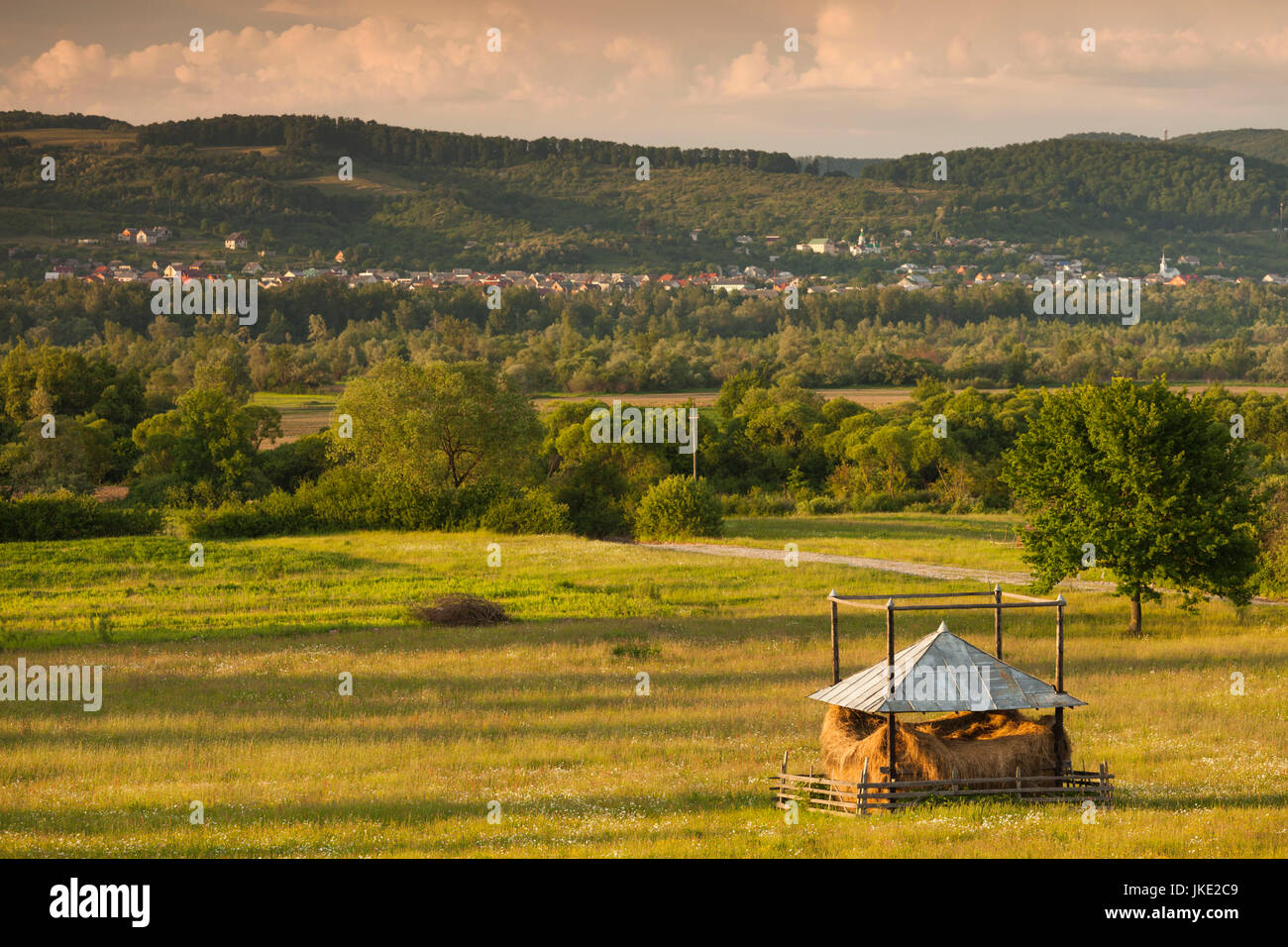 Romania, Maramures Region, Sarasau, haystack by the Ukranian frontier, late afternoon - Stock Image