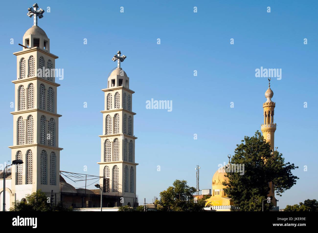 Aegypten, Kom Ombo (Kum Umbu), St. George Coptic Orthodox Church and a minaret - Stock Image