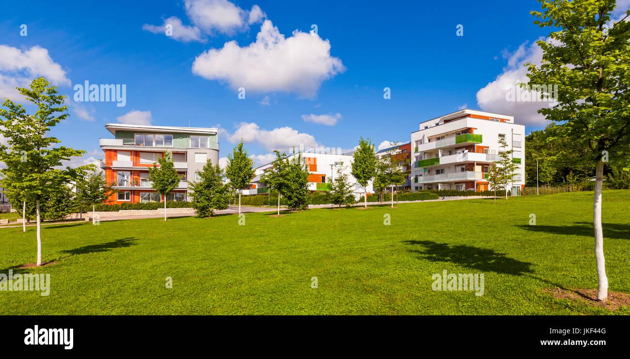 Deutschland, Baden-Württemberg, Waiblingen, Solarsiedlung Rötepark, Mehrfamilienhäuser, Photovoltaikanlage, solarthermische Stock Photo