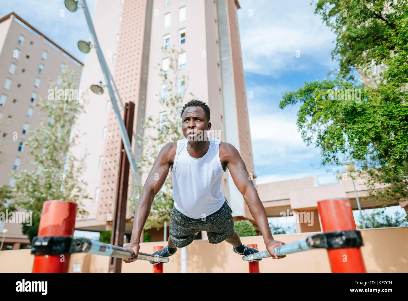 Man doing push-ups outdoors - Stock Image