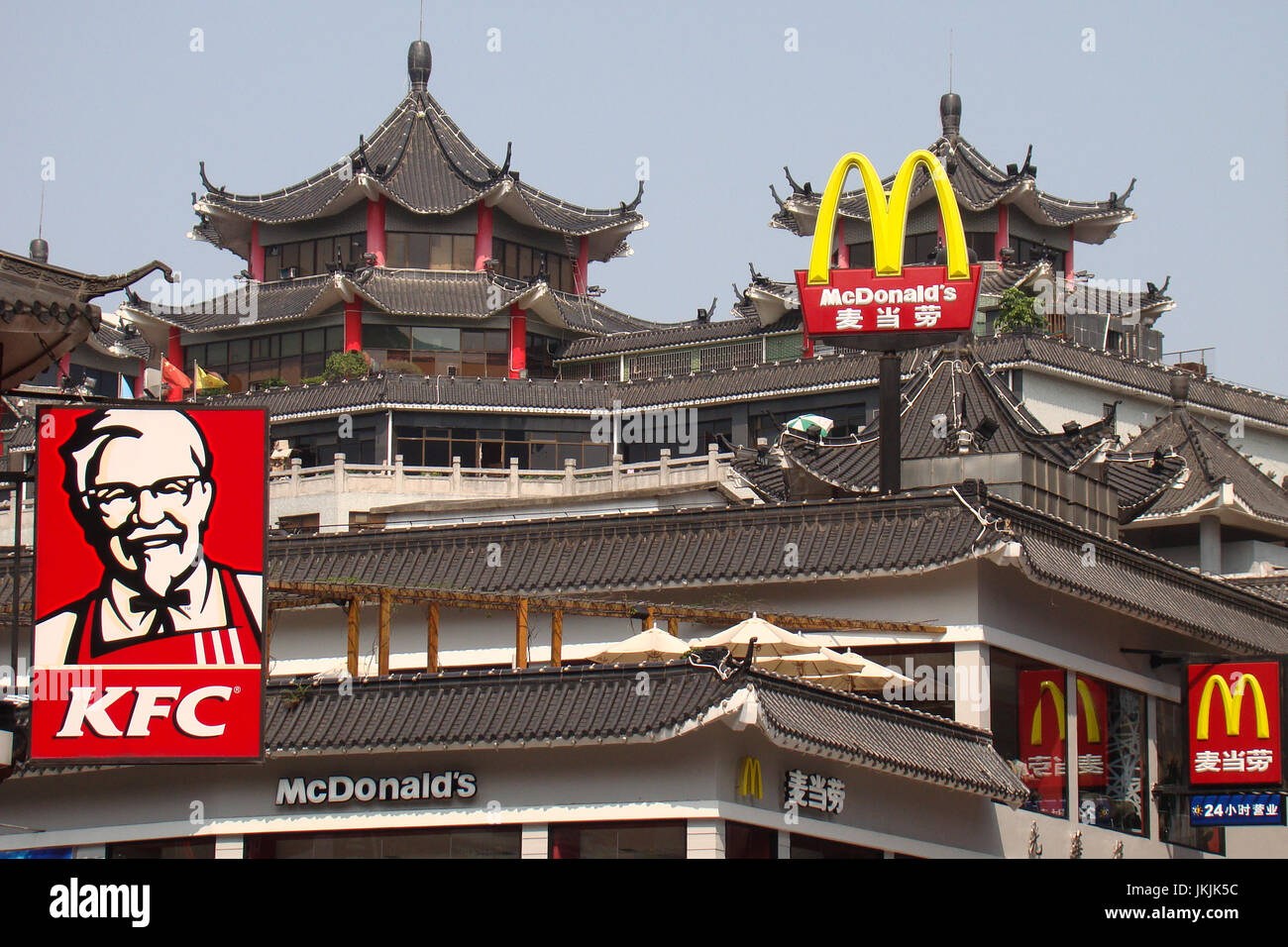 McDonalds and KFC logos above the historic DongMen District (东门区) of Shenzhen China (中国广东深圳), a contrast of architecture - Stock Image