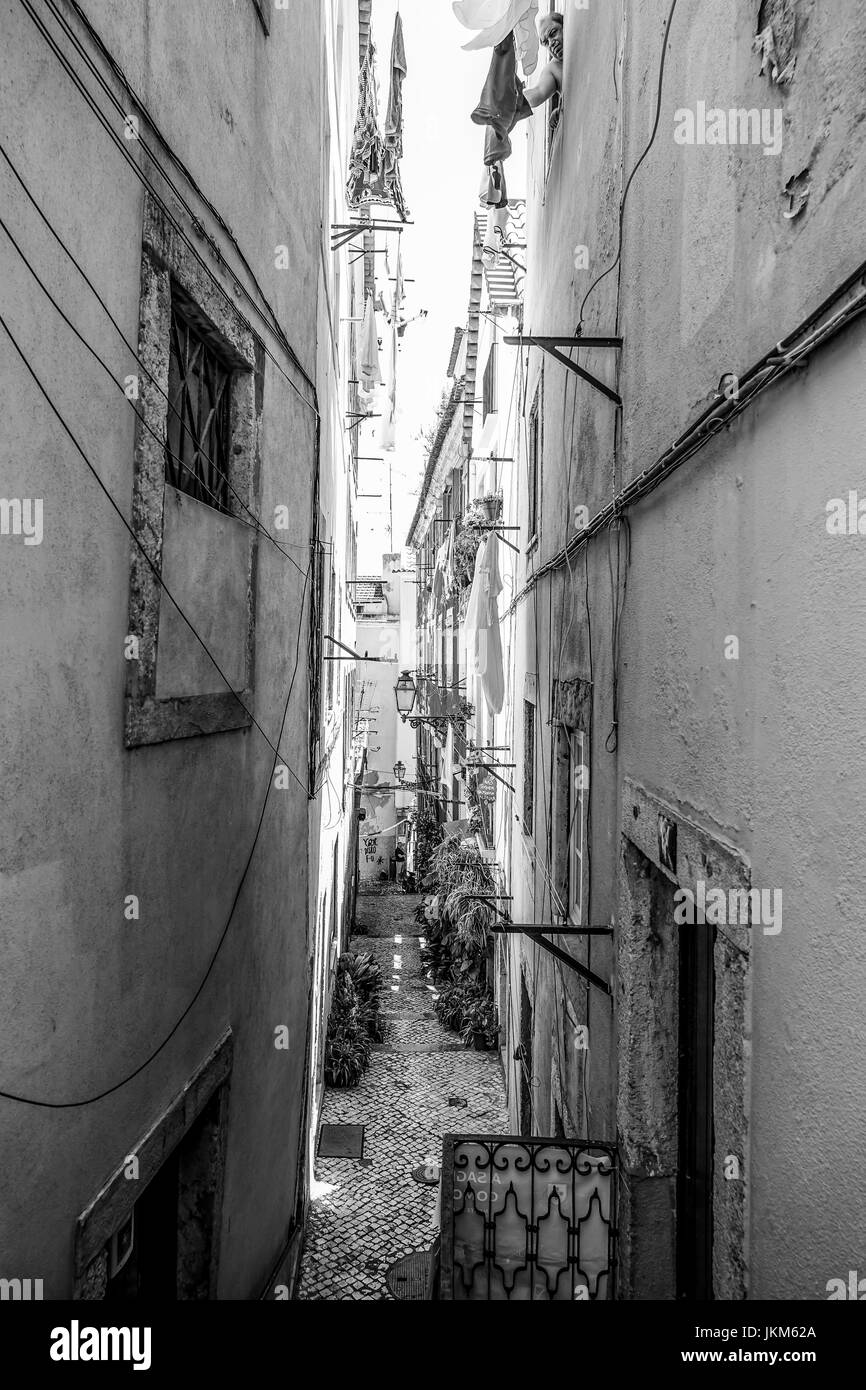 Narrow lane on the hill of Alfama in Lisbon - Stock Image
