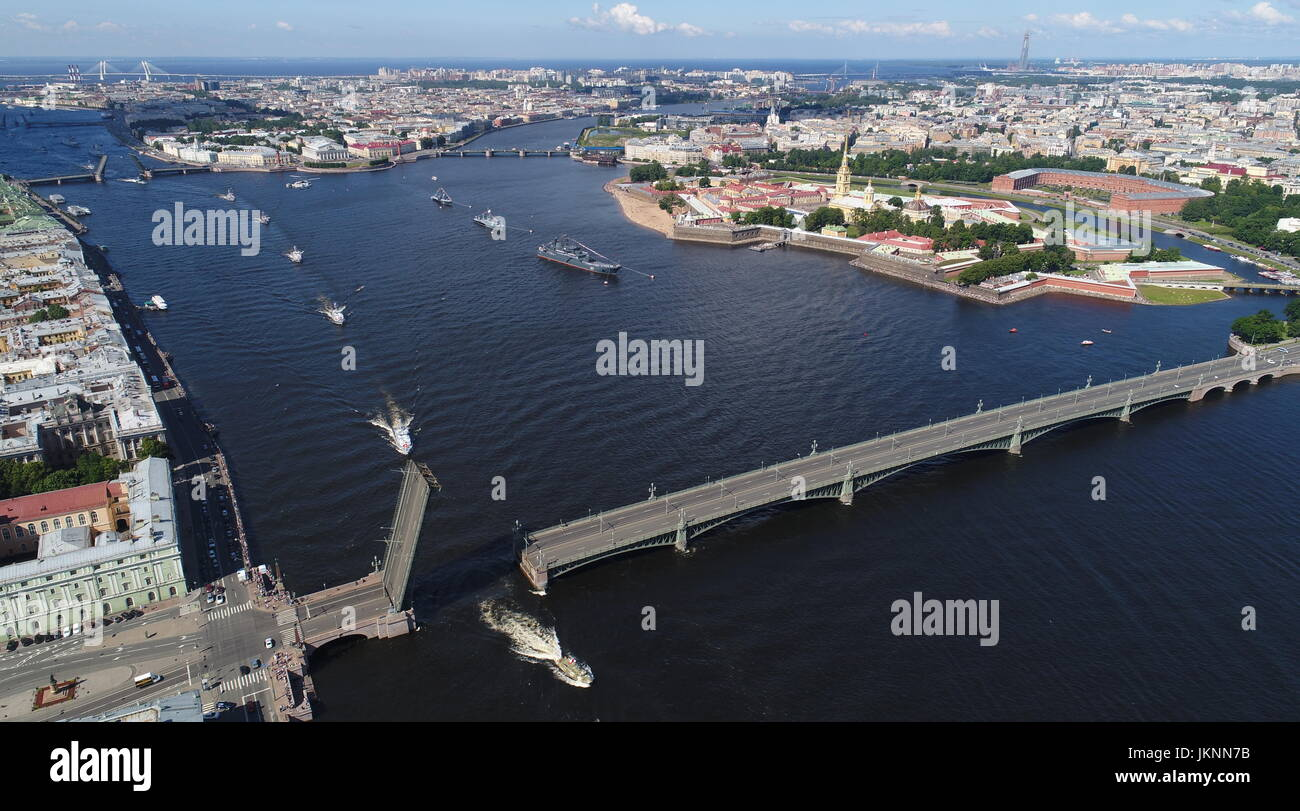 St Petersburg, Russia. 23rd July, 2017. Russian Navy ships go past Troitsky Bridge on the Neva River during a rehearsal - Stock Image
