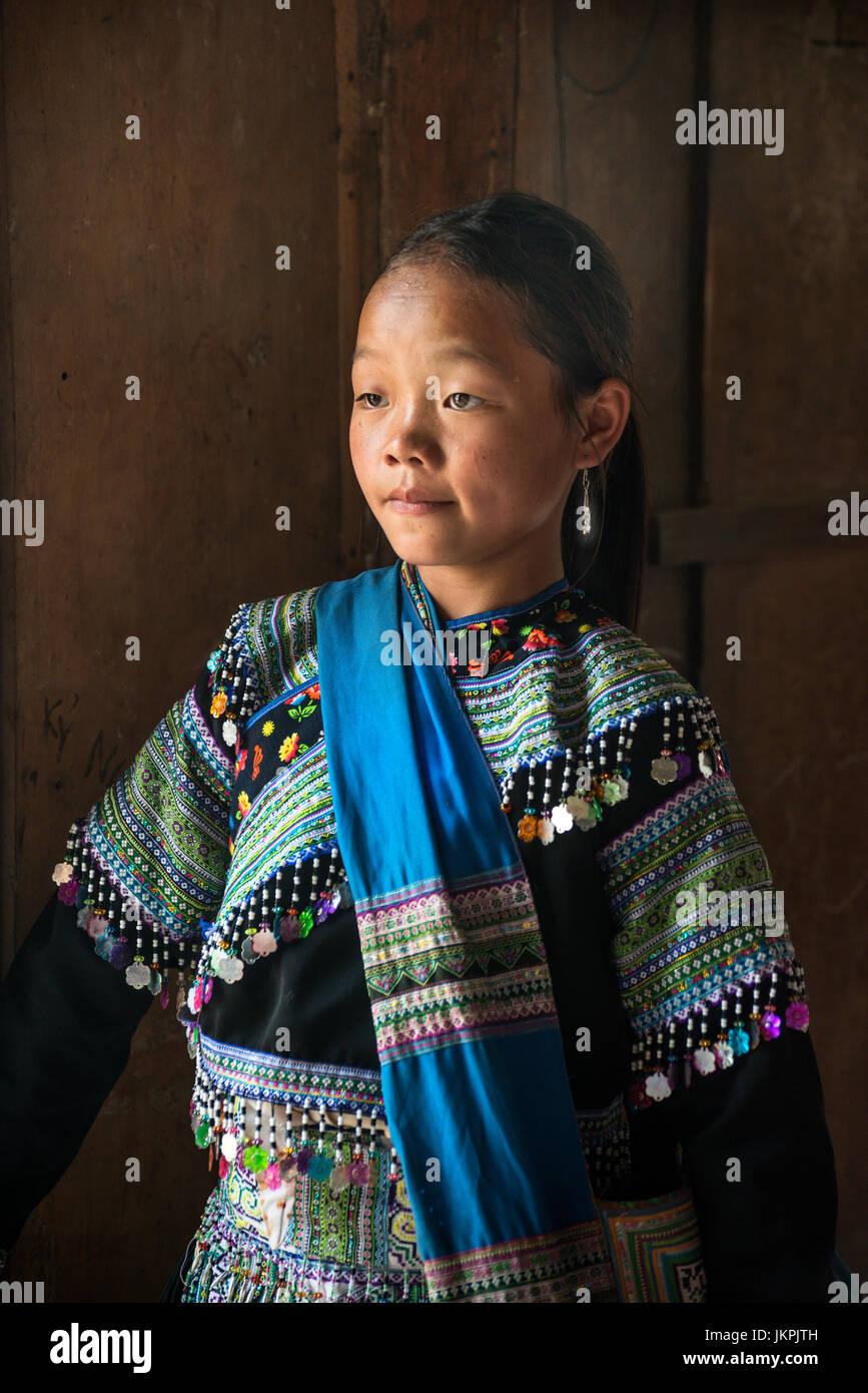 Portrait of a Black H'mong girl at Sapa, Northern Vietnam - Stock Image