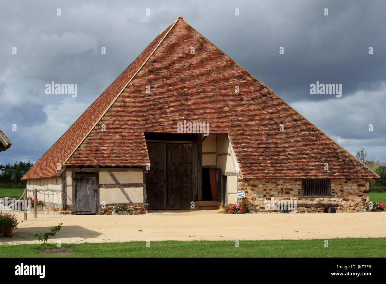 France, Cher (18), Vailly-sur-Sauldre, grange pyramidale emblème du Pays Fort, a été démontée - Stock Image