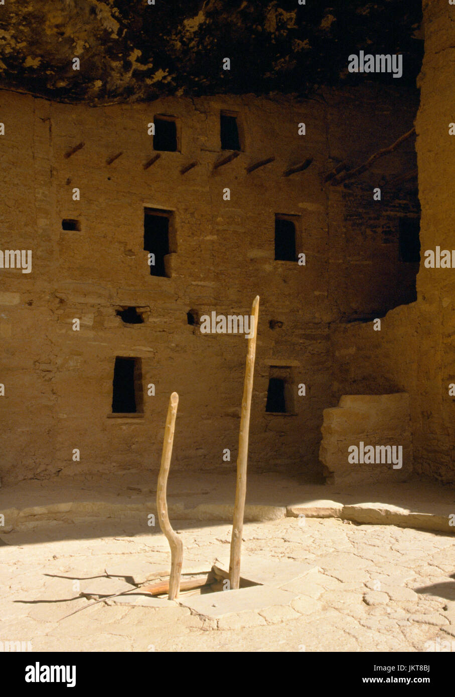 Spruce Tree House Anasazi cliff dwelling, Mesa Verde, Colorado: northern courtyard with ladder to kiva, and 3 story - Stock Image
