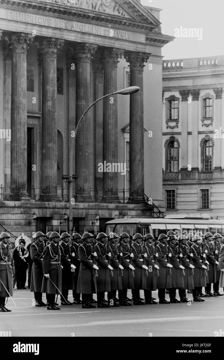 The NVA, National People's Army of the German democratic Republic, Deutsche Demokratische Republik, changing of - Stock Image