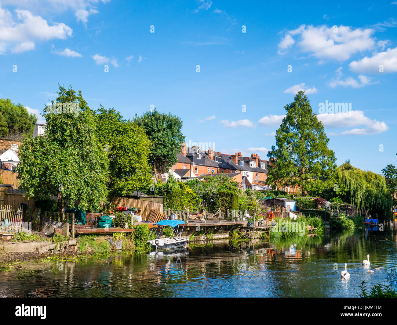 Terrace Housing and Gardens, River Kennet, Reading, Berkshire, England - Stock Image
