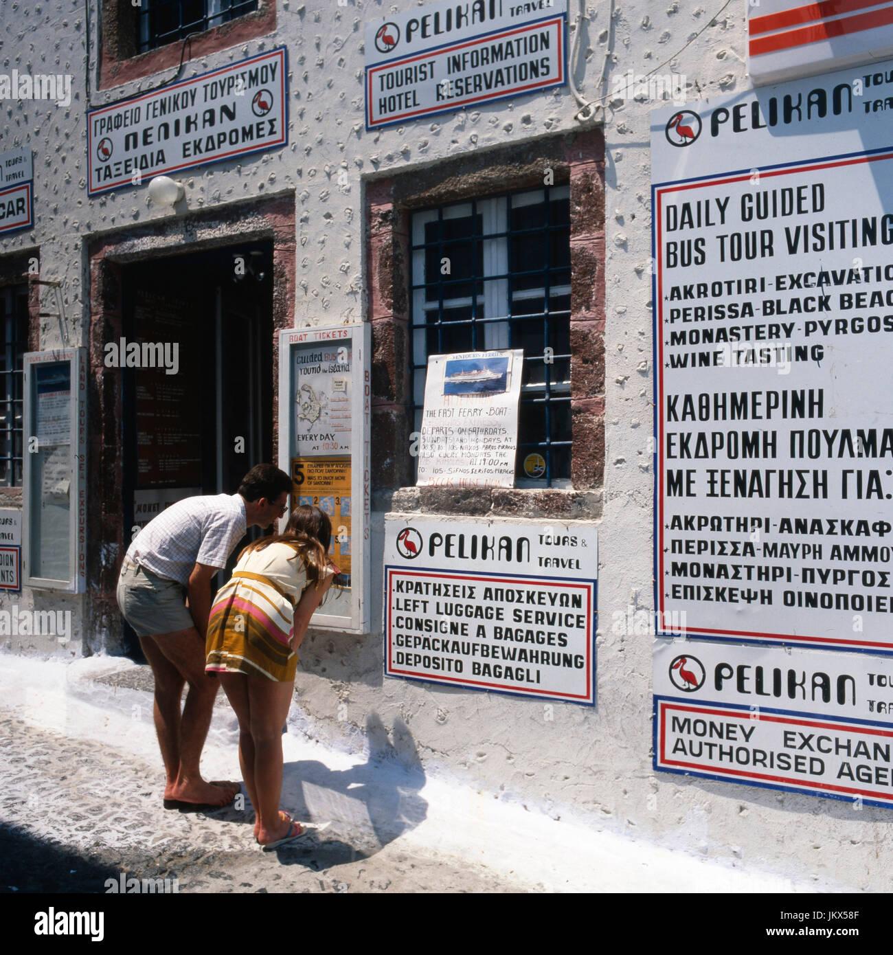 Thira auf Santorin, Griechenland 1990er. Thira on Santorini, Greece 1990s. - Stock Image
