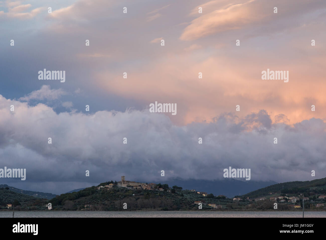 Spectacular clouds at sunset over S. Savino town, near Trasimeno lake (Umbria, Italy) - Stock Image