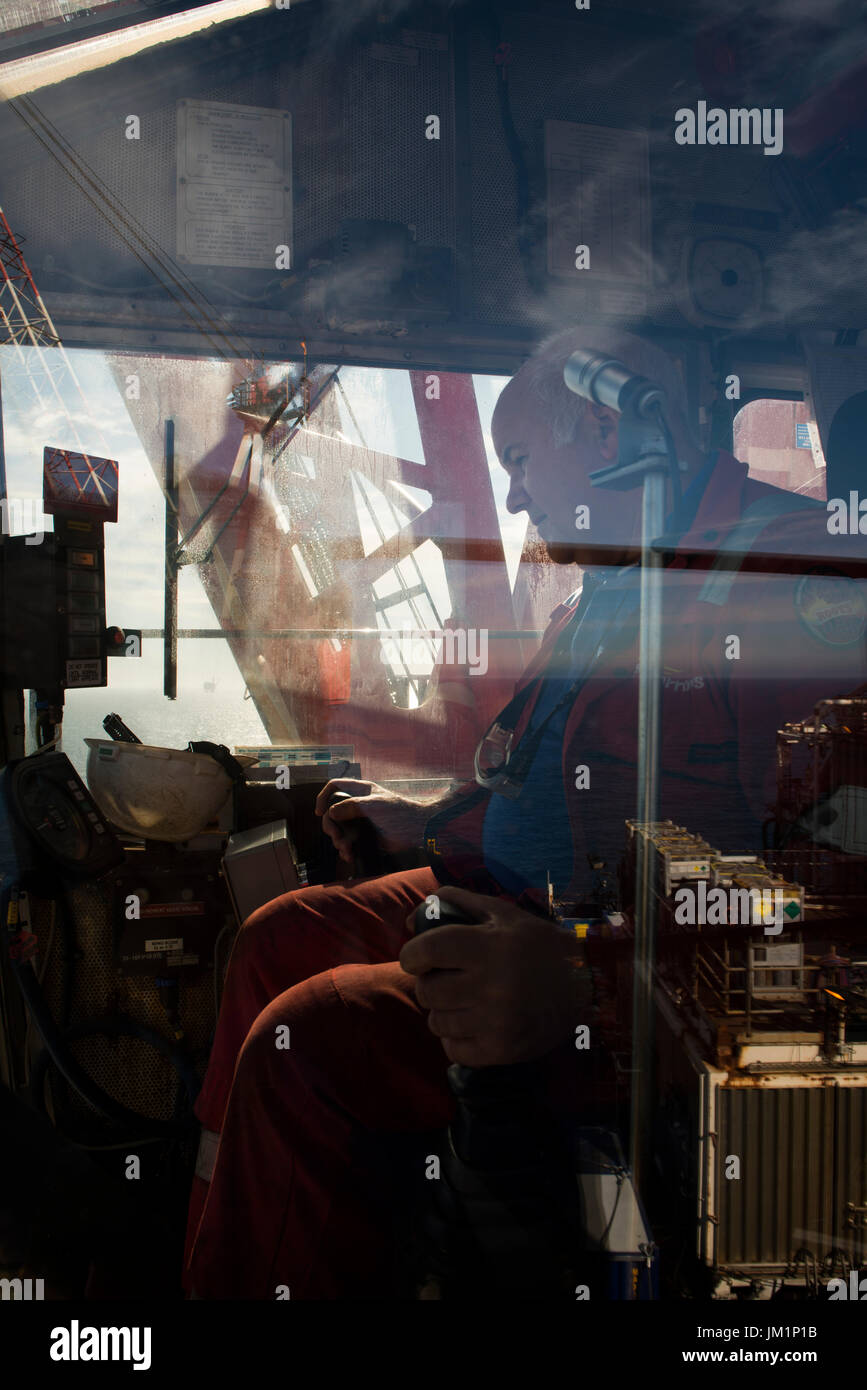 Crane operations on a north sea oil and gas platform.  credit: LEE RAMSDEN / ALAMY - Stock Image