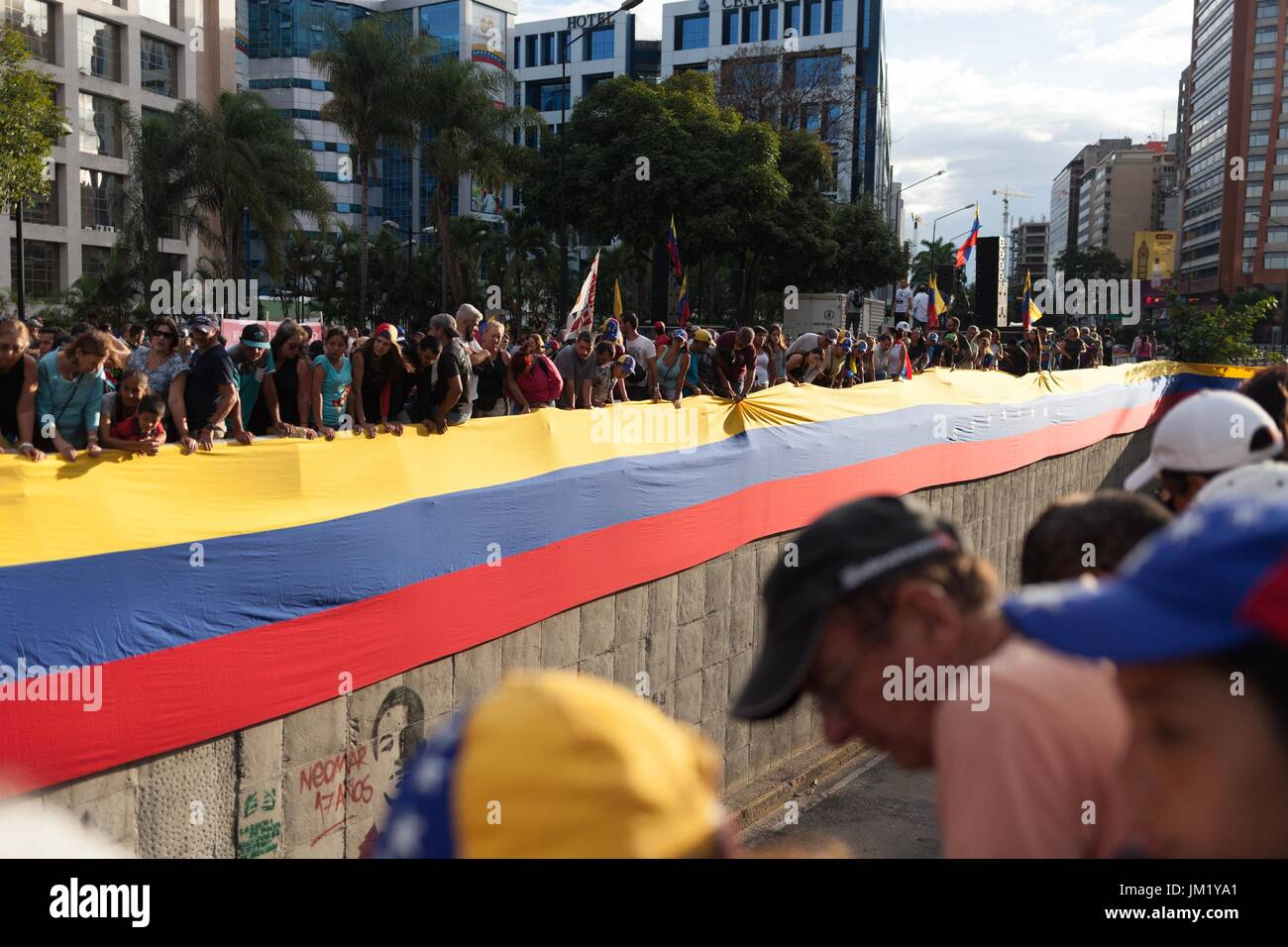 Caracas, Venezuela. 24th July, 2017. Numerous people partake in a memoral event for the victims of government oppression Stock Photo