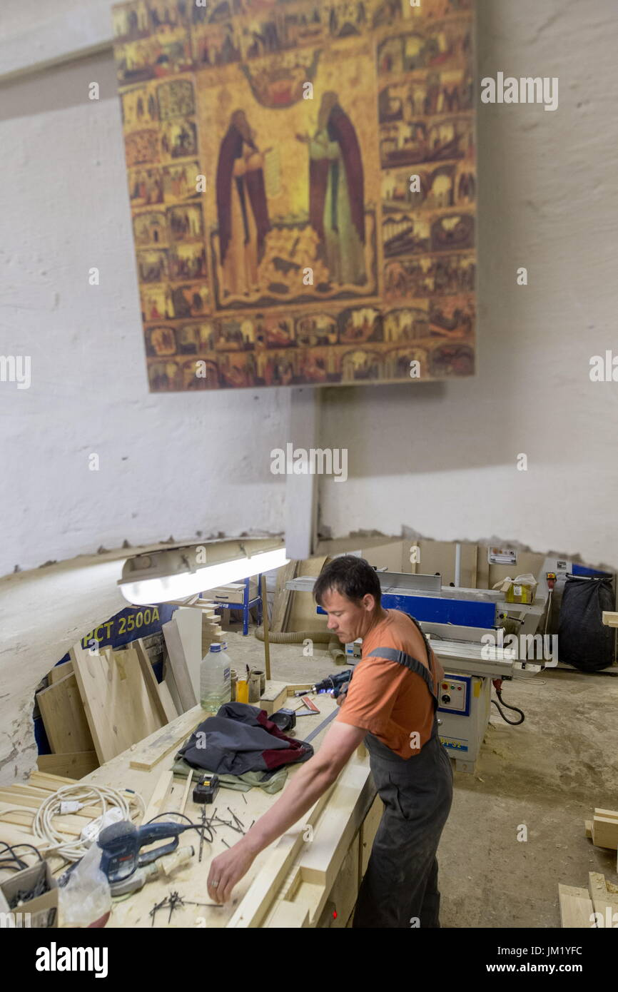 Arkhangelsk Region, Russia. 14th July, 2017. An employee of a carpenter's workshop at the Solovetsky Monastery situated Stock Photo
