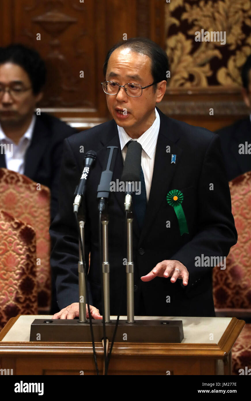 Tokyo, Japan. 25th July, 2017. Japanese Prime Minister's special advisor Hiroto Izumi answers a question by an opposition lawmaker at Upper House's budget committee session at the National Diet in Tokyo on Tuesday, July 25, 2017. Abe said he was not asked by his friend Kotaro Kake for help in opening a new university department in Imabari. Credit: Yoshio Tsunoda/AFLO/Alamy Live News - Stock Image