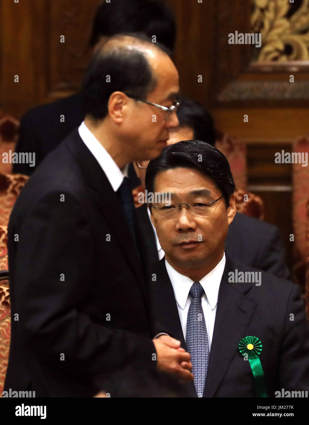 Tokyo, Japan. 25th July, 2017. Japanese Prime Minister's special advisor Hiroto Izumi (L) passes before former vice Education Miniater Kihei Maekawa at Upper House's budget committee session at the National Diet in Tokyo on Tuesday, July 25, 2017. Abe said he was not asked by his friend Kotaro Kake for help in opening a new university department in Imabari. Credit: Yoshio Tsunoda/AFLO/Alamy Live News - Stock Image