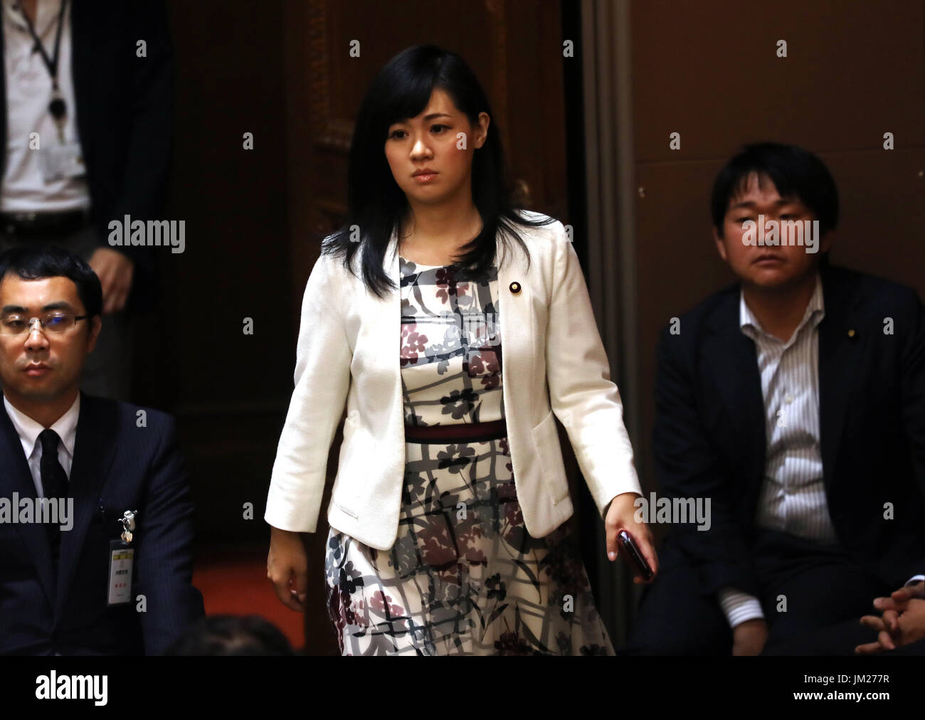 Tokyo, Japan. 25th July, 2017. Former Japan Restration party member and now independent lawmaker Sayuri Uenishi arrives at Upper House's budget committee session at the National Diet in Tokyo on Tuesday, July 25, 2017. Abe said he was not asked by his friend Kotaro Kake for help in opening a new university department in Imabari. Credit: Yoshio Tsunoda/AFLO/Alamy Live News - Stock Image