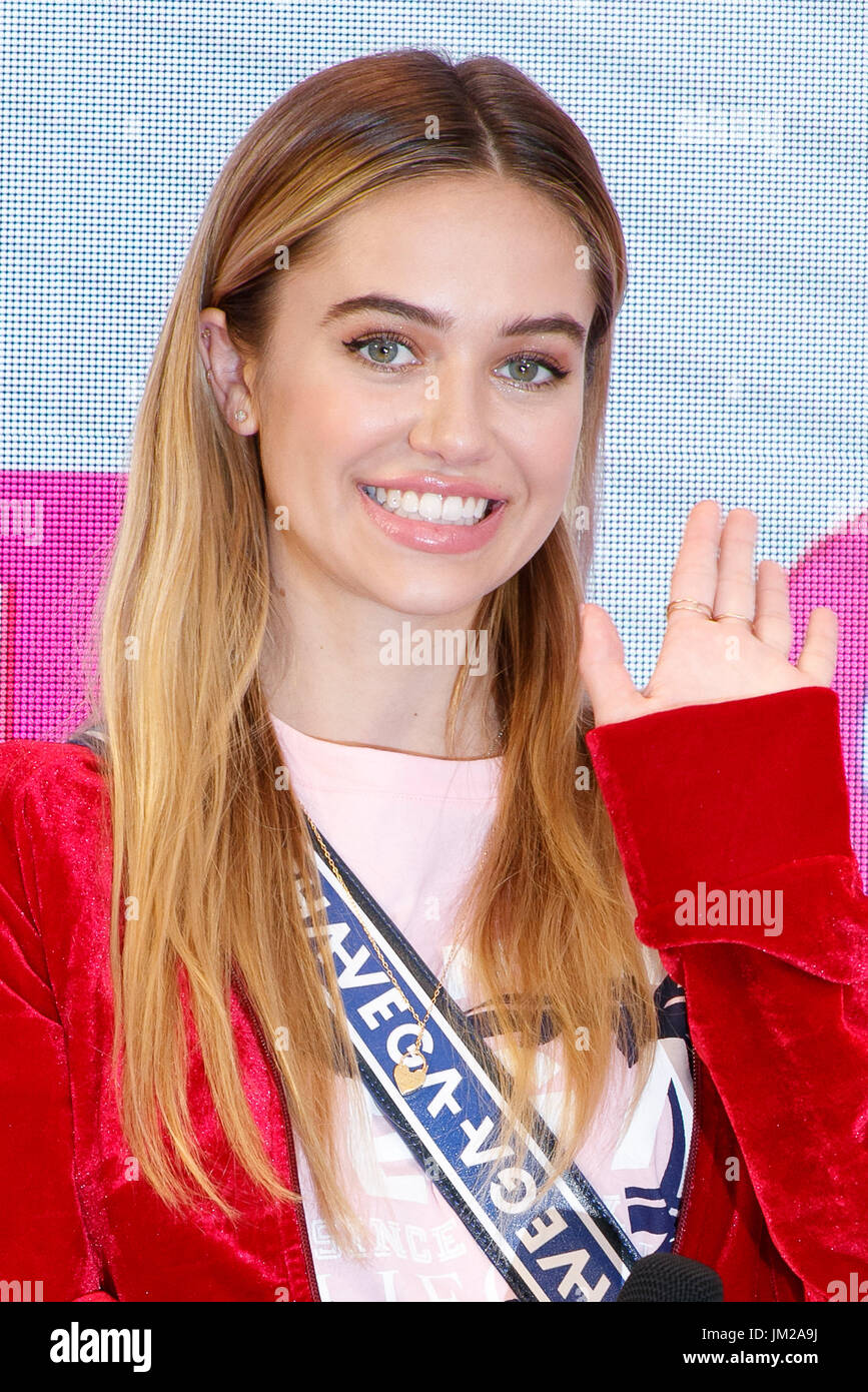 Delilah Belle Hamlin attends the Samantha Millennial Sisters
