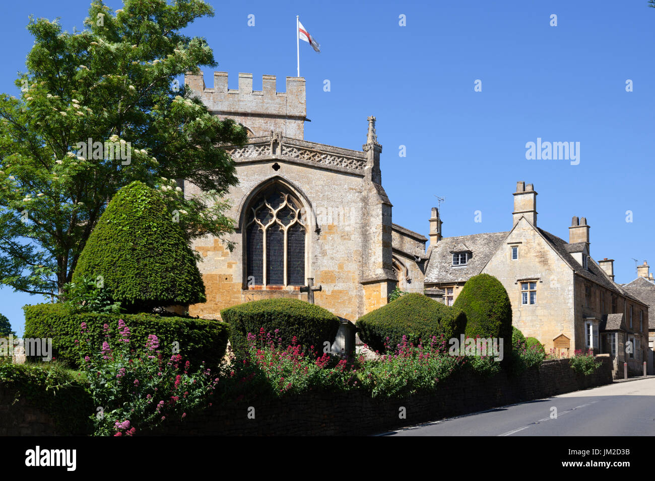 Church of St Lawrence and cotswold cottages, Bourton-on-the-Hill, Cotswolds, Gloucestershire, England, United Kingdom, Europe - Stock Image