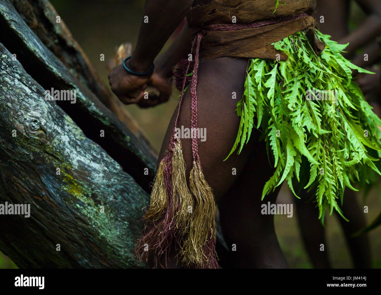 Big Nambas tribesman beating a slit drum during a ceremony, Malampa Province, Malekula Island, Vanuatu - Stock Image