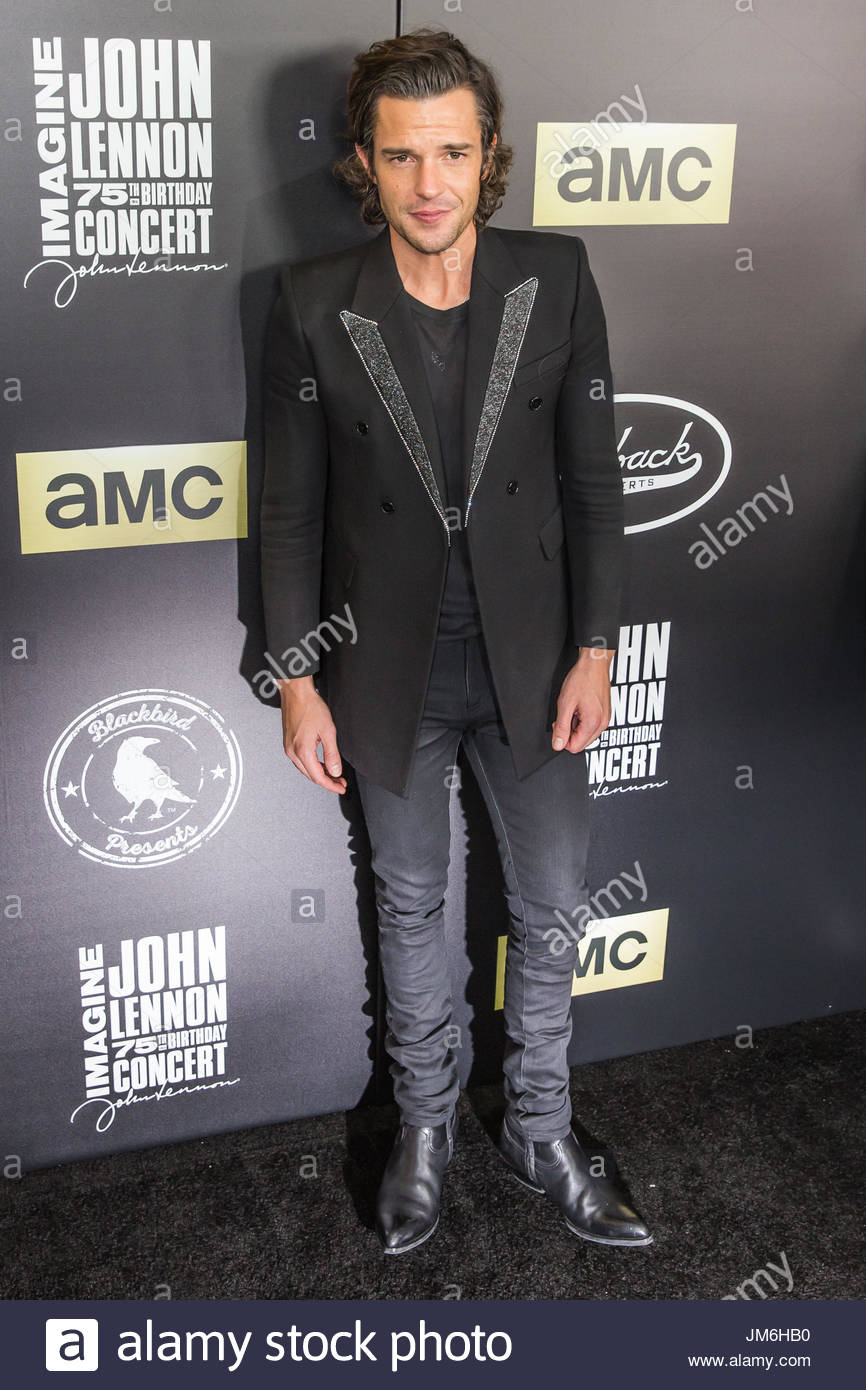 Brandon flowers on red carpet stock photos brandon flowers on red carpet stock images alamy The killers madison square garden