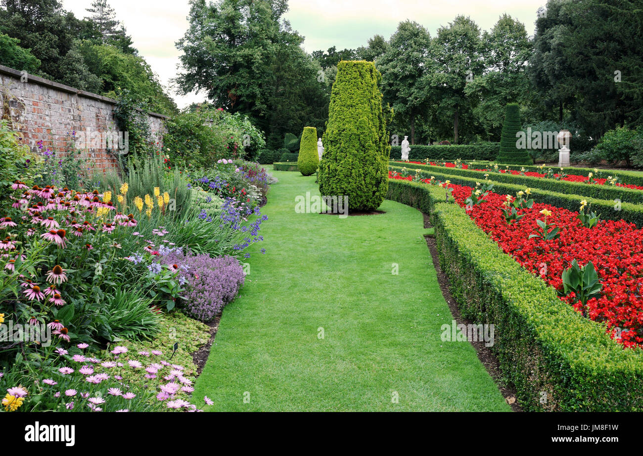 The Long Garden at Cliveden with box hedging, topiary and statuary - Stock Image