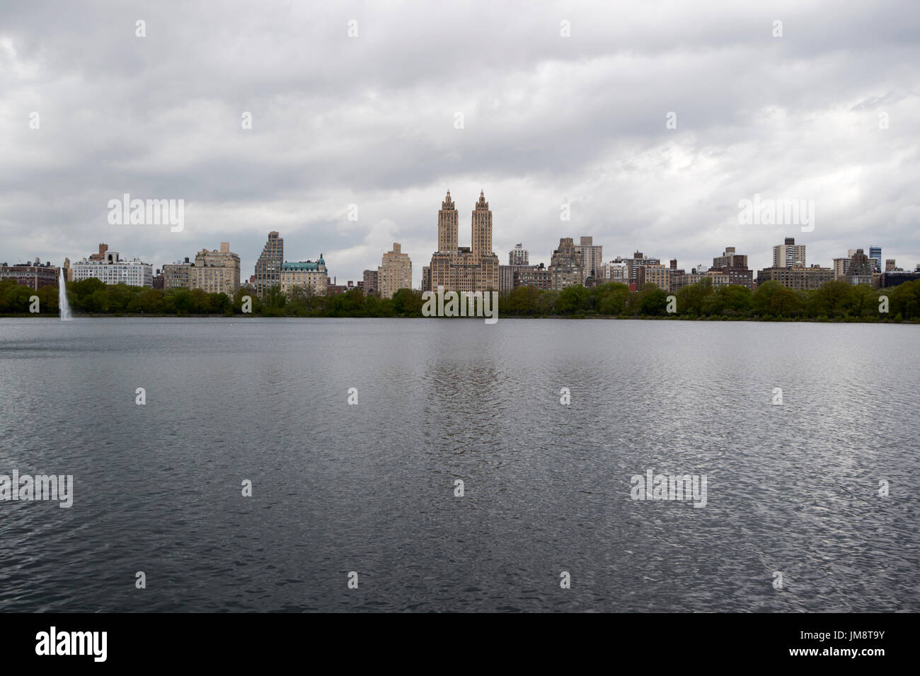 jacqueline kennedy onassis reservoir central park with view of upper west side on dull overcast day New York City USA - Stock Image