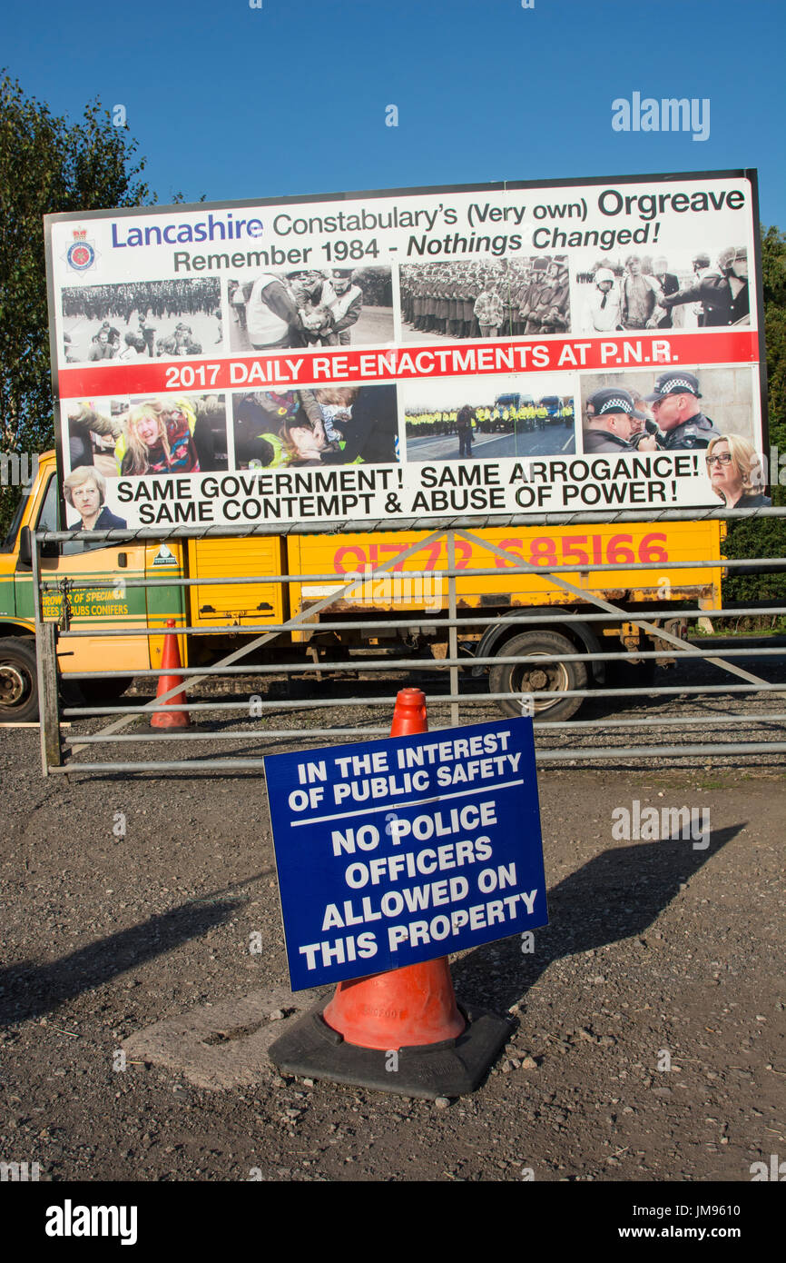 Due to alleged police brutality against anti-fracking protesters, sign placed on business premises occupied by protesters. - Stock Image
