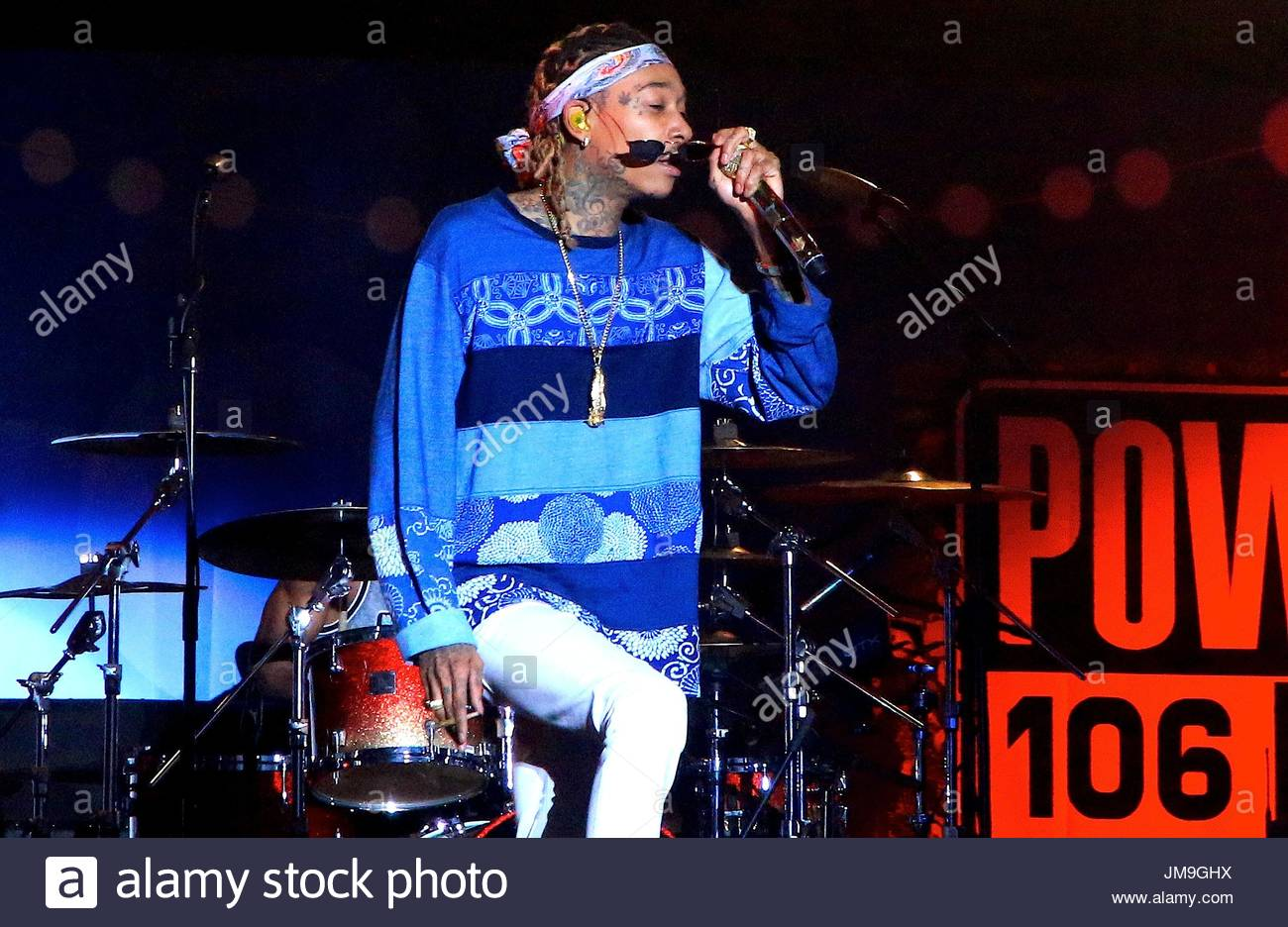 wiz khalifa perform at 2015 power 106 fm cali christmas at the forum in los angeles