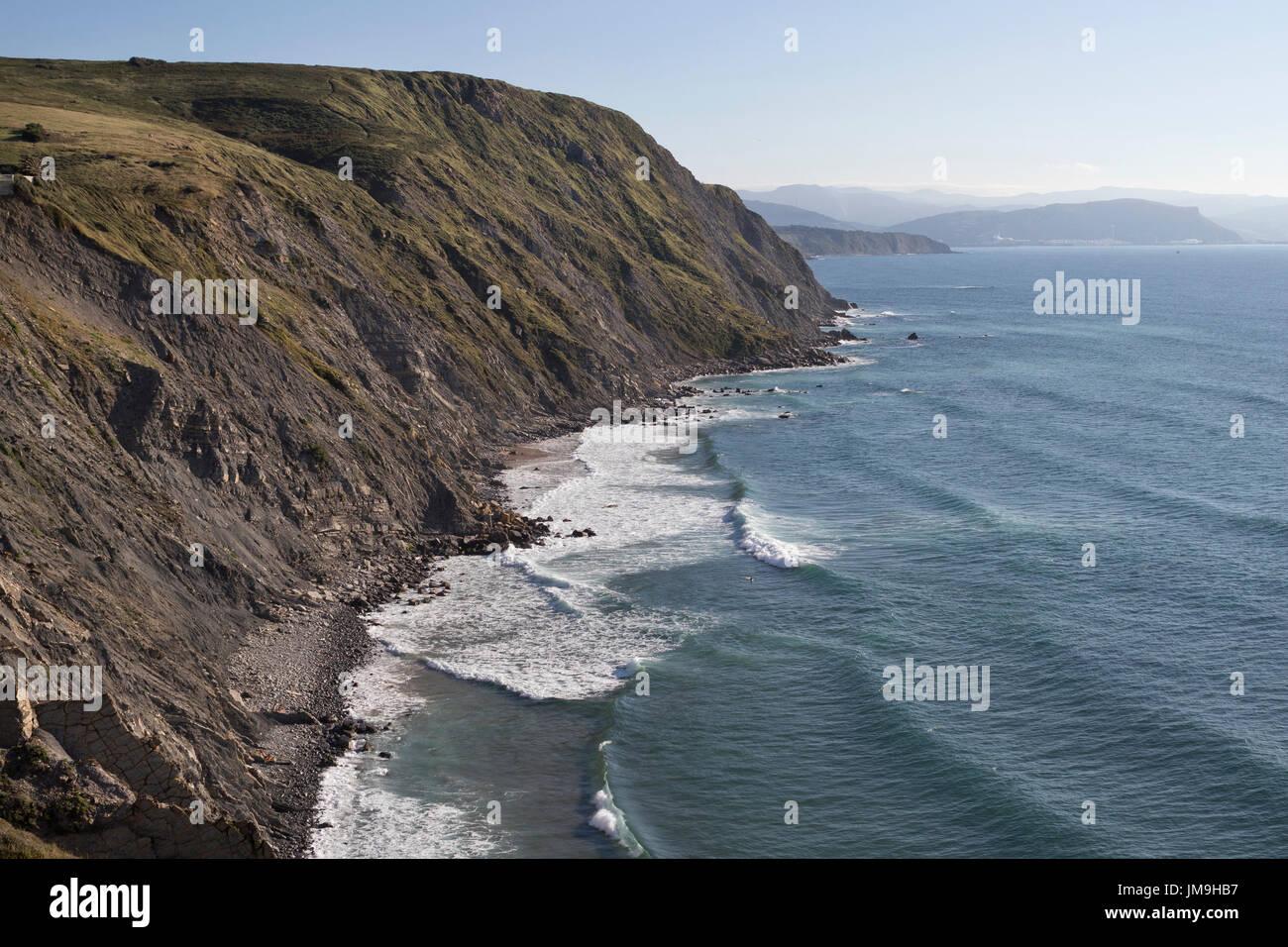 Cliff with stone beach in Barrika (Bizkaia, Euskadi, Spain). - Stock Image