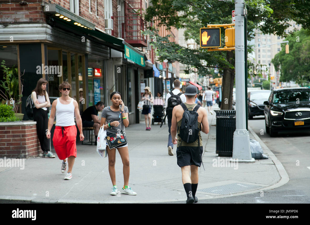 Pedestrians Nyc Sidewalk Stock Photos & Pedestrians Nyc Sidewalk