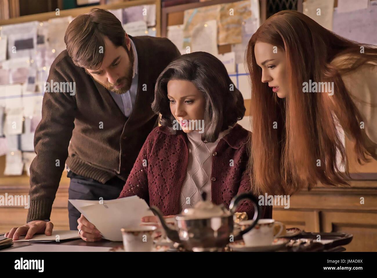 OUTLANDER Tall Ship TV series 2014> with from left: Richard Rankin, Caitriona Balfe, Sophie Skelton - Stock Image